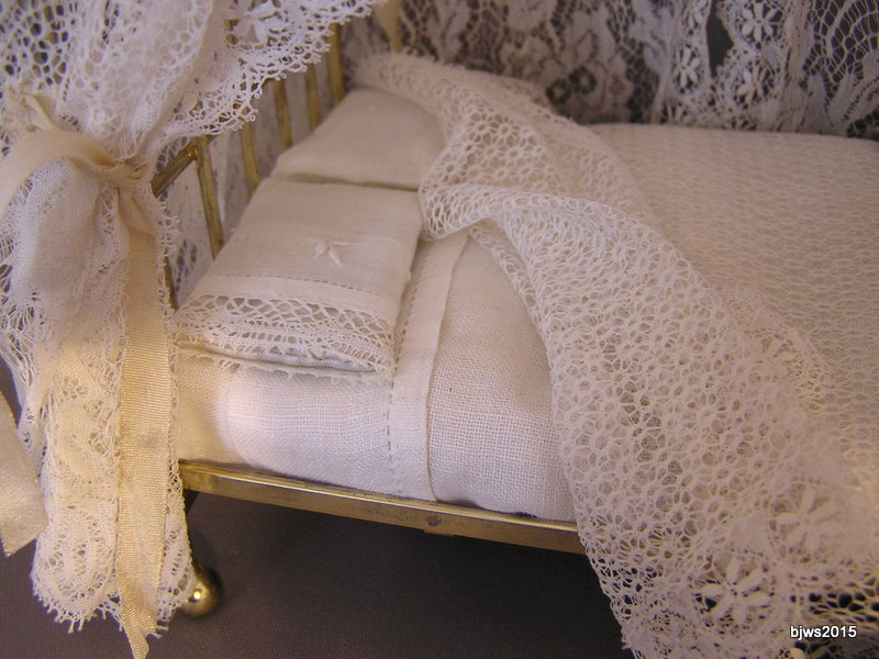 Delicate Lace Canopy Bed - Click Image to Close