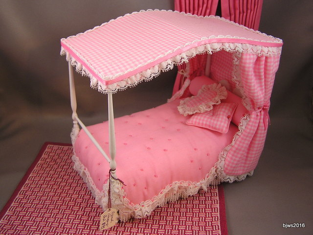 Pink Canopy Bed, Artist Joyce Slimmon, signed - Click Image to Close