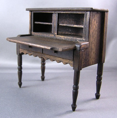 Country English Desk Sonia Messer #1933 NO BOX