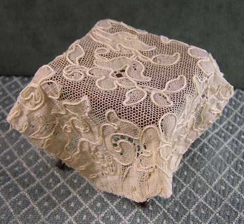 Alencon-type Lace Square