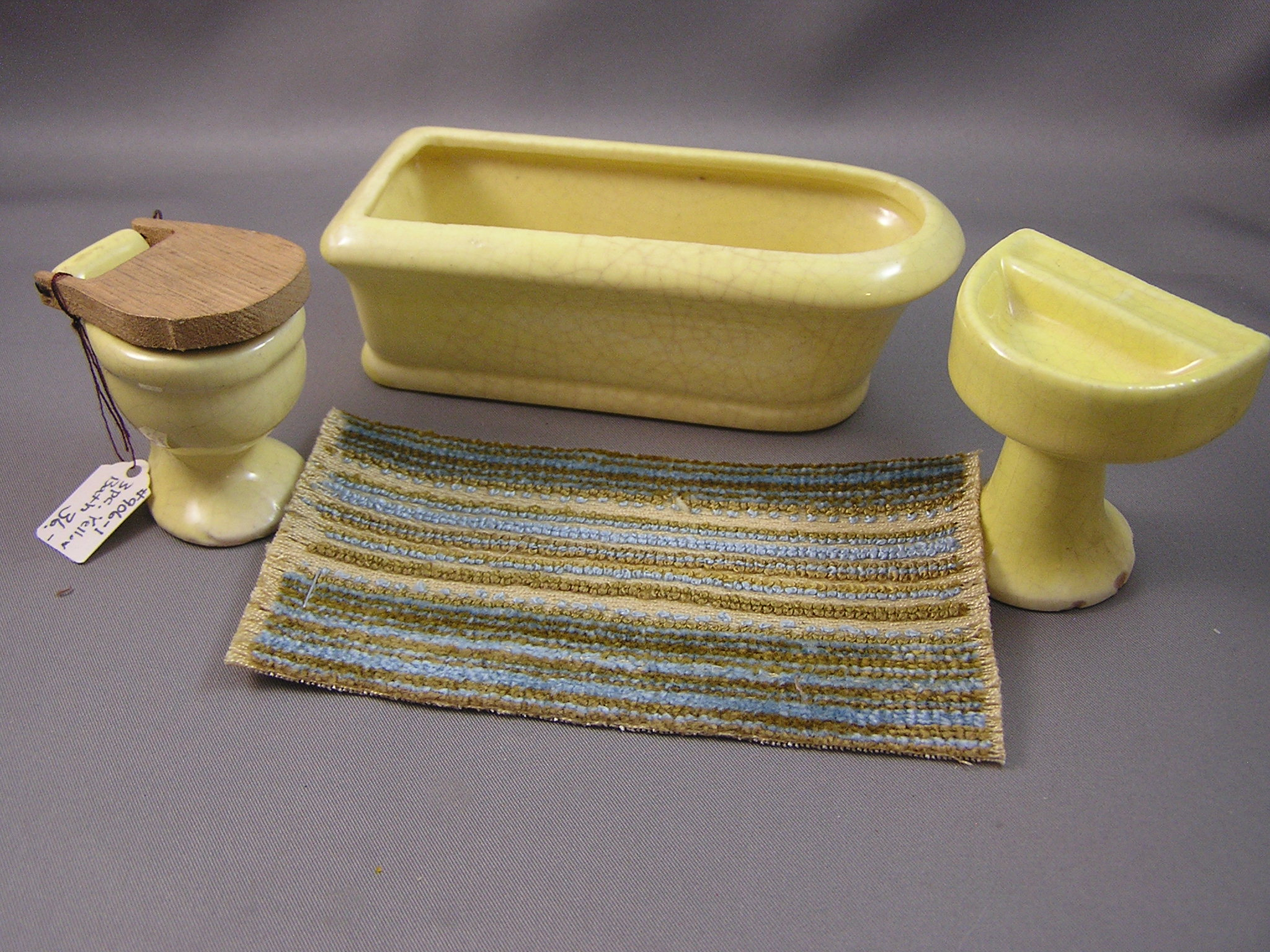 Yellow Porcelain Bathroom Set