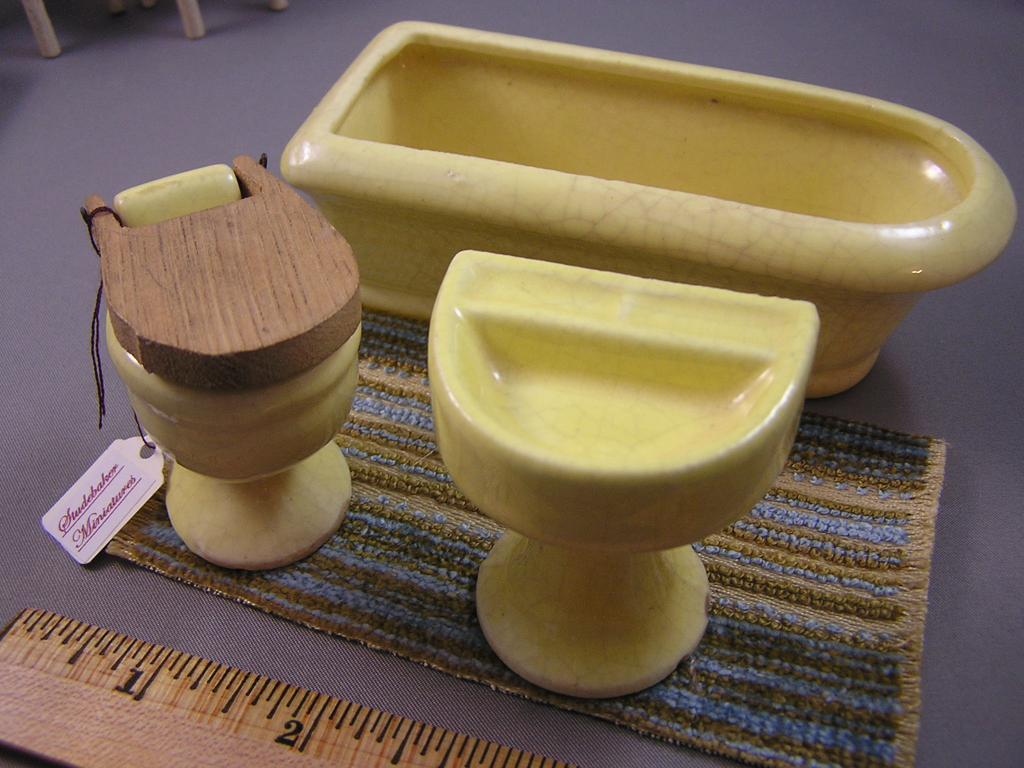 Yellow Porcelain Bathroom Set - Click Image to Close