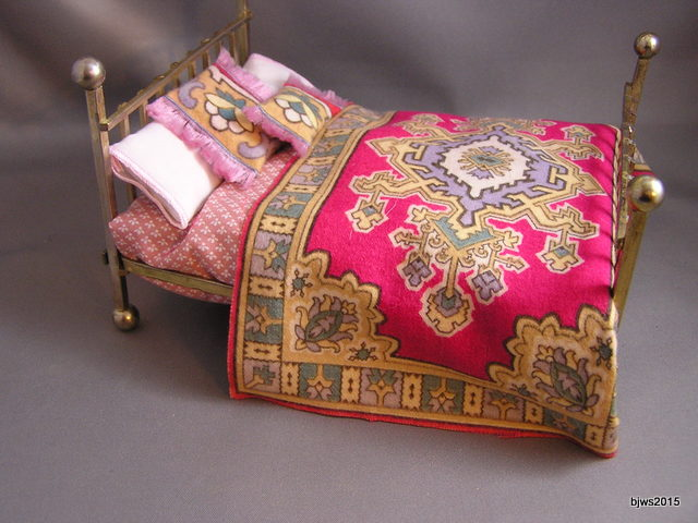 Oriental-style Tobacco Felt Bedspread or Blanket, hot pink - Click Image to Close