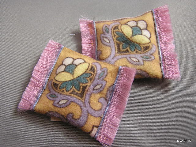 Oriental-style Tobacco Felt Pillows, set of 2, Pink
