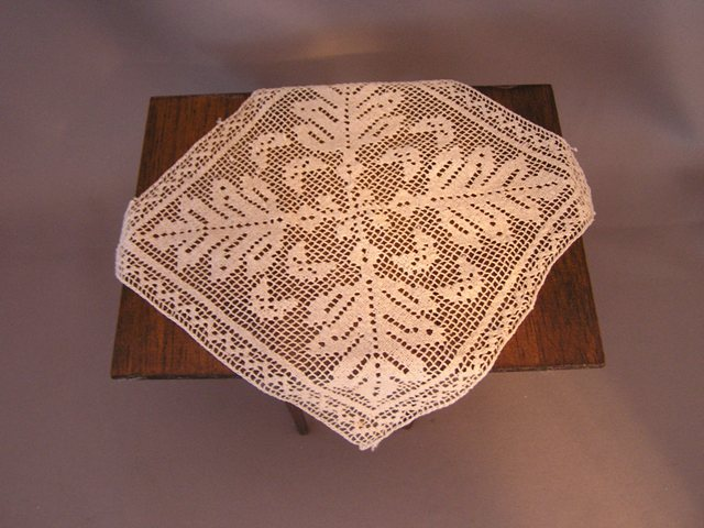 Filet Lace Table Topper - Click Image to Close