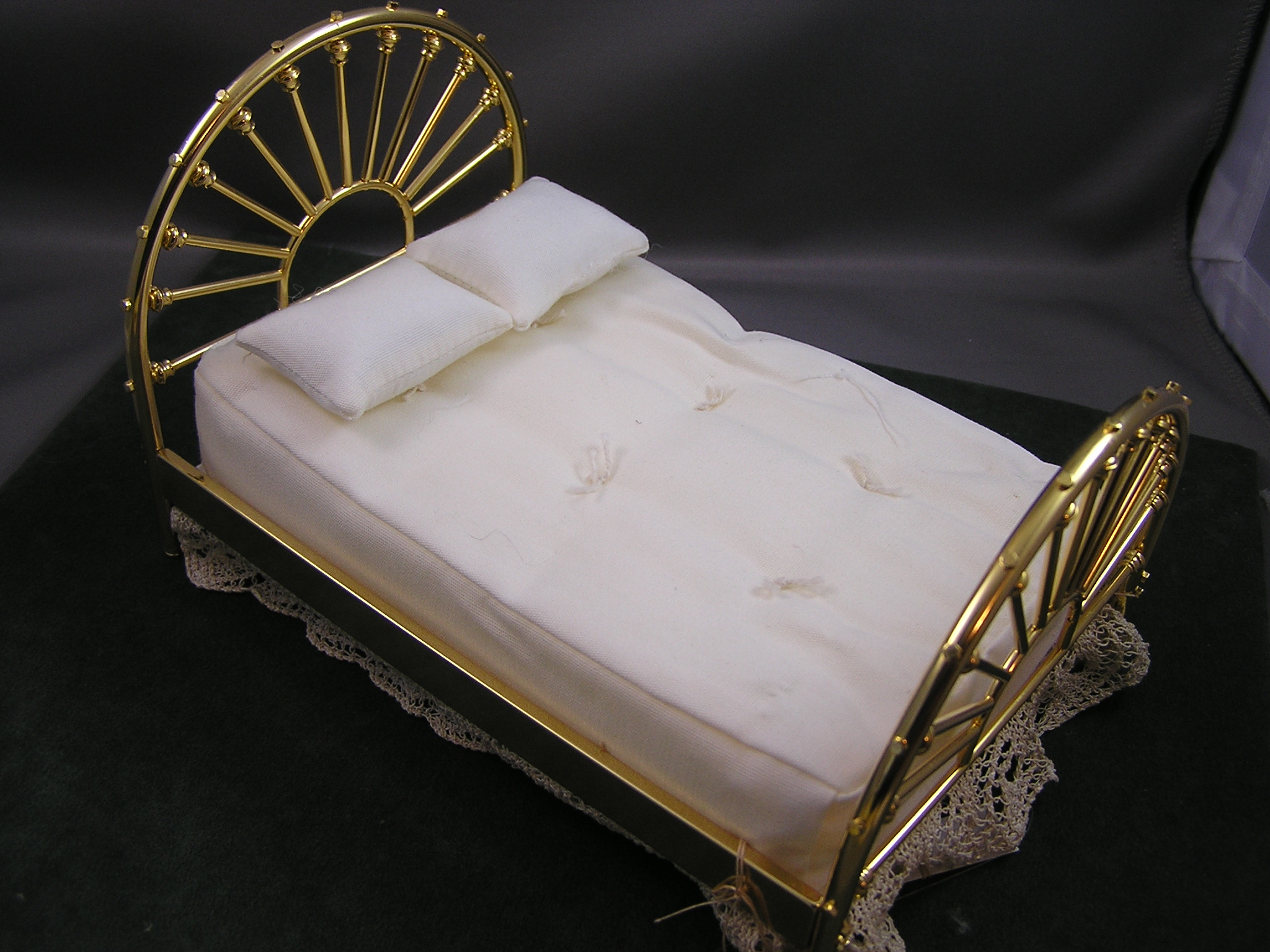 Clare-Bell Brass Double Wagon Wheel Bed